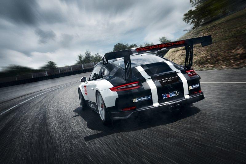 Nuova Porsche 911 GT3 Cup debutta al Salone di Parigi_vista posteriore_MilanoPlatinum
