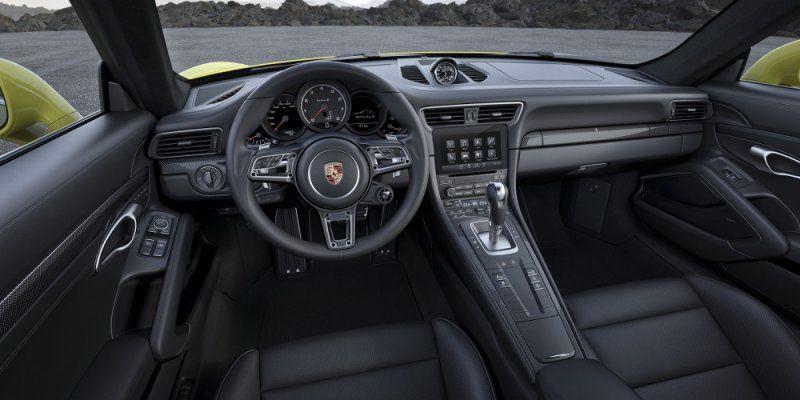 A gennaio il debutto della nuova Porsche 911 Turbo e 911 Turbo S_interni_MilanoPlatinum