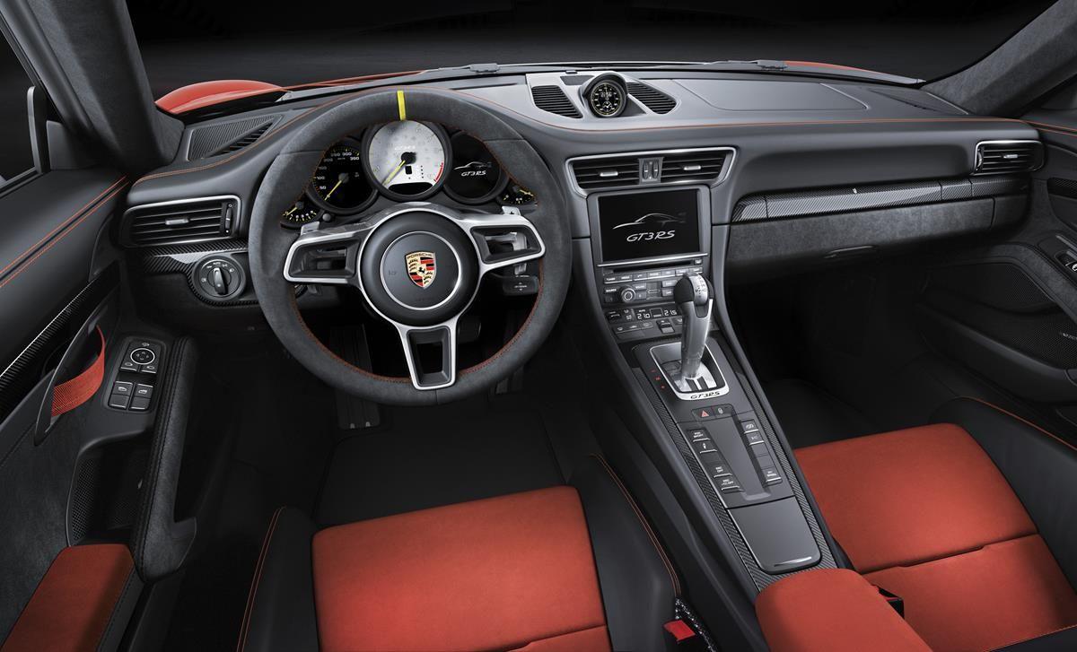 Porsche 911 GT3 RS: un bolide per tutti i giorni_volante_MilanoPlatinum
