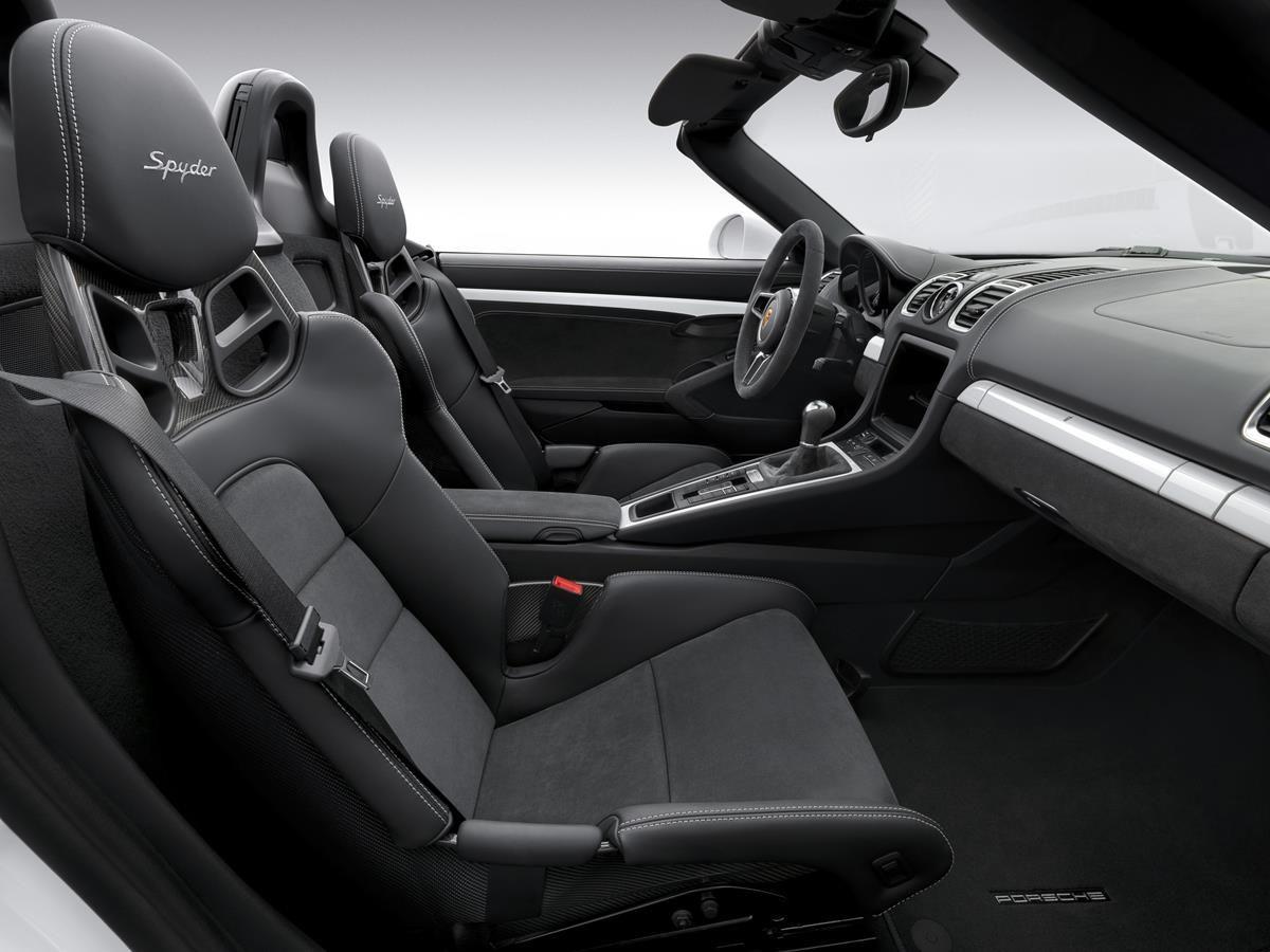 Boxster Spyder, la nuova cabrio 2015_interni_MilanoPlatinum