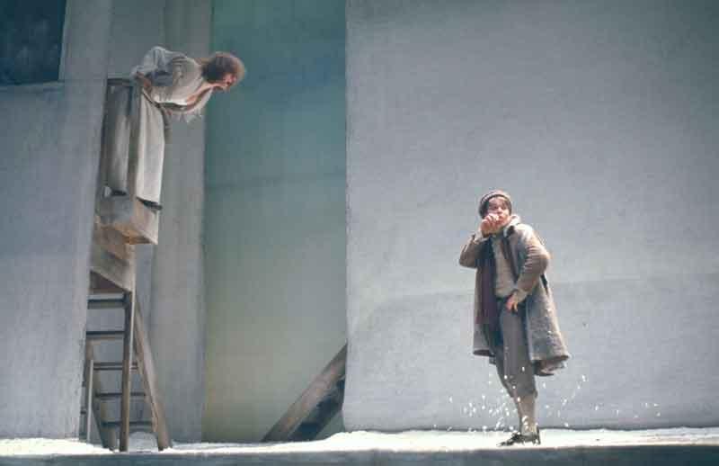 """Maddalena Crippa e Bruno Zanin (1975) in """"Campiello"""" © Luigi Ciminaghi / Archivio Piccolo Teatro di Milano"""