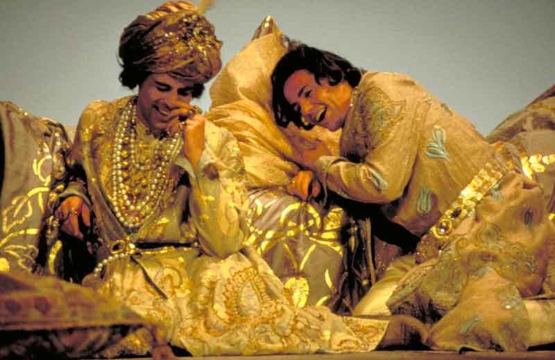"""Mark Milhofer e Markus Werbe (1998) in """"Così"""" © Luigi Ciminaghi / Archivio Piccolo Teatro di Milano"""