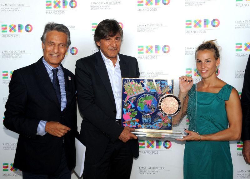 TANIA CAGNOTTO A EXPO MILANO 2015_Consegna premio_MilanoPlatinum