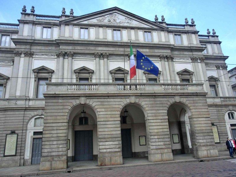 Teatro_alla_Scala_facciata