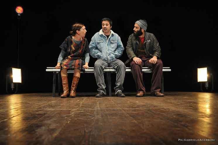 Teatro-Franco-Parenti_CI-SCUSIAMO-PER-IL-DISAGIO-_Gli-Omini-Associazione-Teatrale-Pistoiese-(foto-Gabriele-Acerboni)-(11)