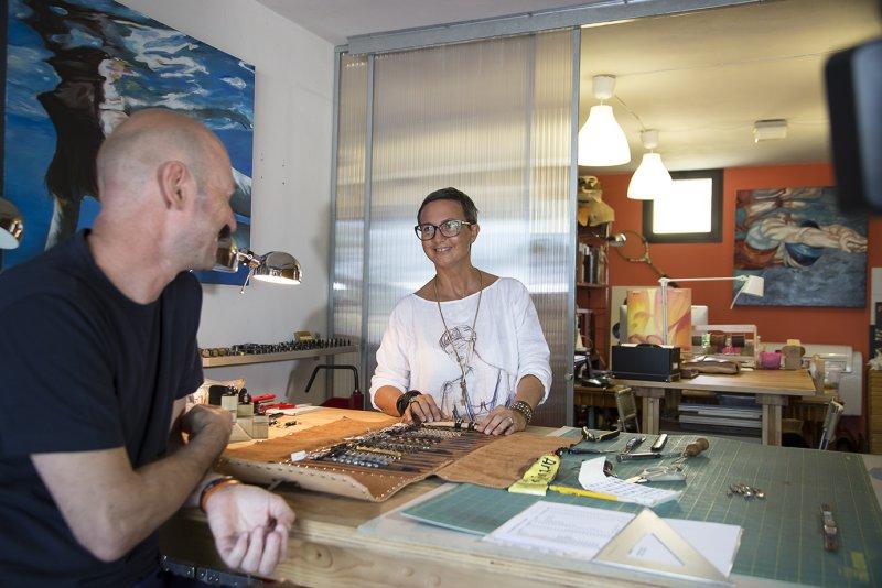 TULSI, ARTIGIANATO E DESIGN MADE IN ITALY_© foto Elisa Severi_Luca e Valentina al lavoro_MilanoPlatinum