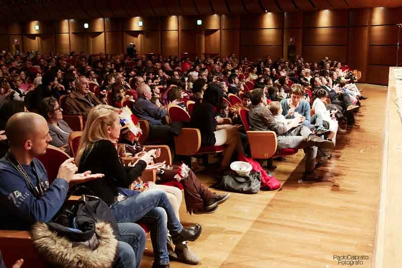 il-M°-Tenan-dirige-laVerdi-nel-Crescendo-1--Tre-linguaggi-immaginari.-Concerto-per-pubblico-e-orchestra-di-Nicola-Campogrande--13-feb-2016---foto-Paolo-Dalprato-(15)