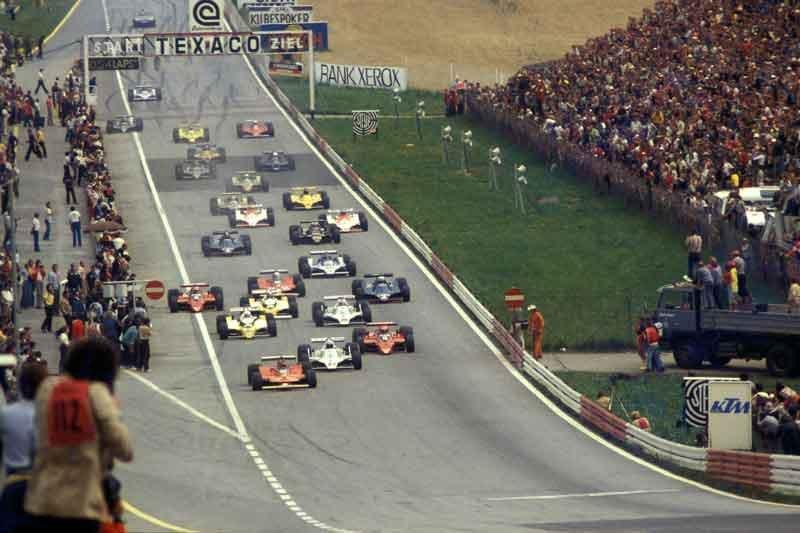 Ercole-Colombo,-Gilles-Villeneuve-(primo-a-sinistra),-alla-partenza-del-GP-di-Austria,-1979