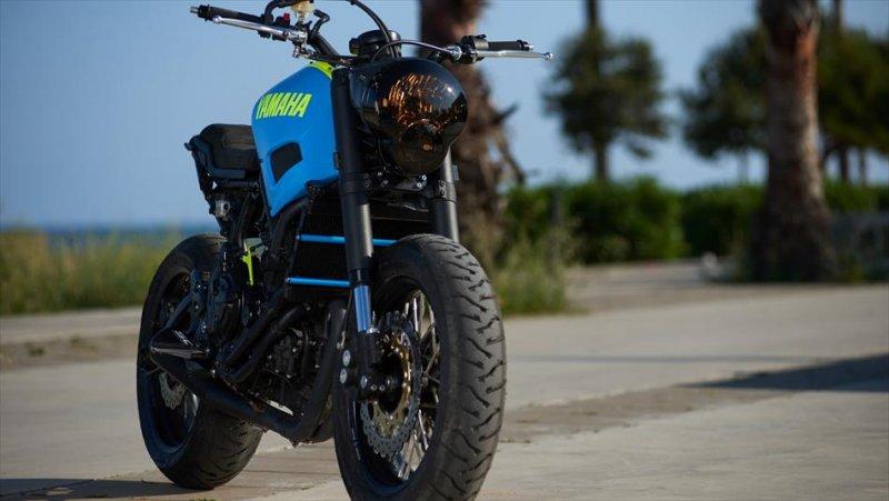 Moto Custom 'OTOKOMAE' by ADHOC, Yard Built su base Yamaha XSR 700_MilanoPlatinum