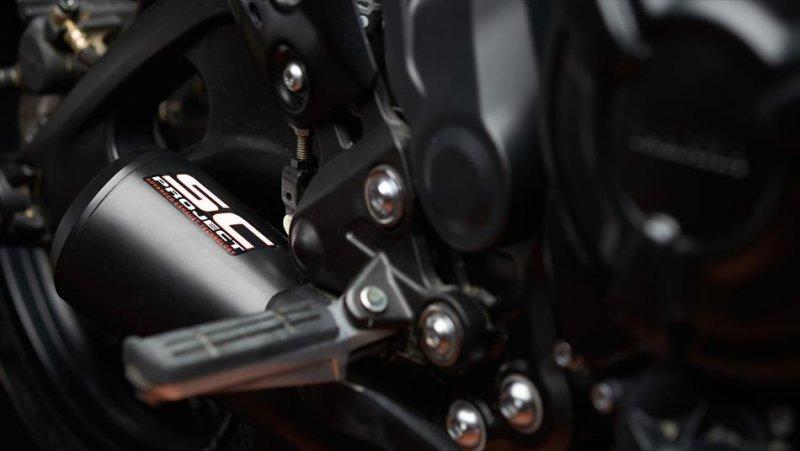 Moto Custom 'OTOKOMAE' by ADHOC, Yard Built su base Yamaha XSR 700_dettaglio scarico_MilanoPlatinum