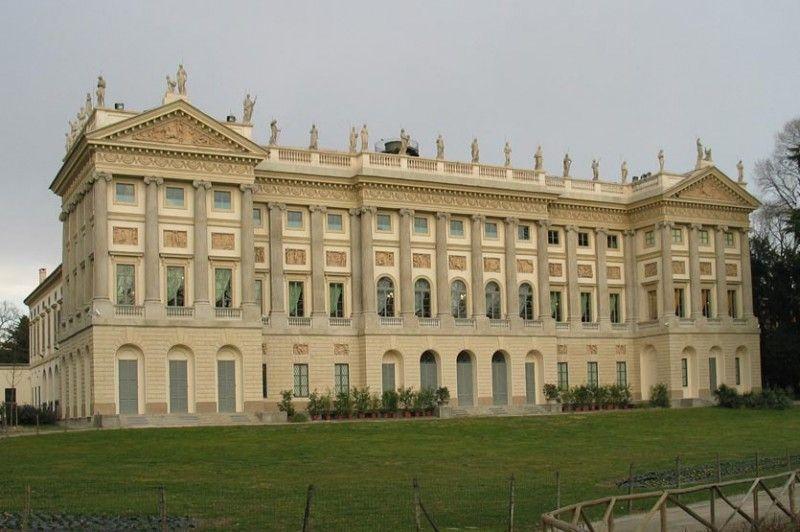 La galleria d arte moderna for Interni villa moderna