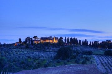 Cantine e vigneti cinque stelle al Castello del Nero_panorama_MilanoPlatinum