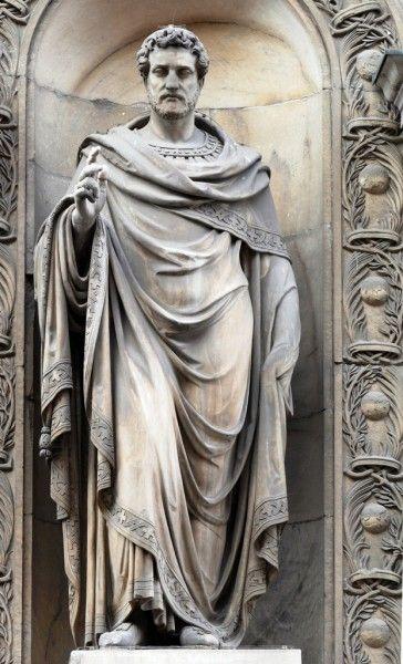 La statua come è oggi... Sant'Ambroeus cont i tett - foto di Giuseppe Preianò
