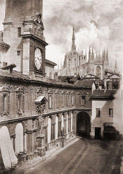 Piazza Mercanti nel 1860 [credits: Milano sparita da ricordare]
