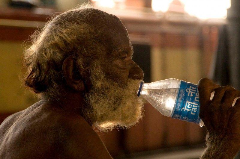 Il senzatetto alla stazione di Old Delhi (credits Walter Meregalli)