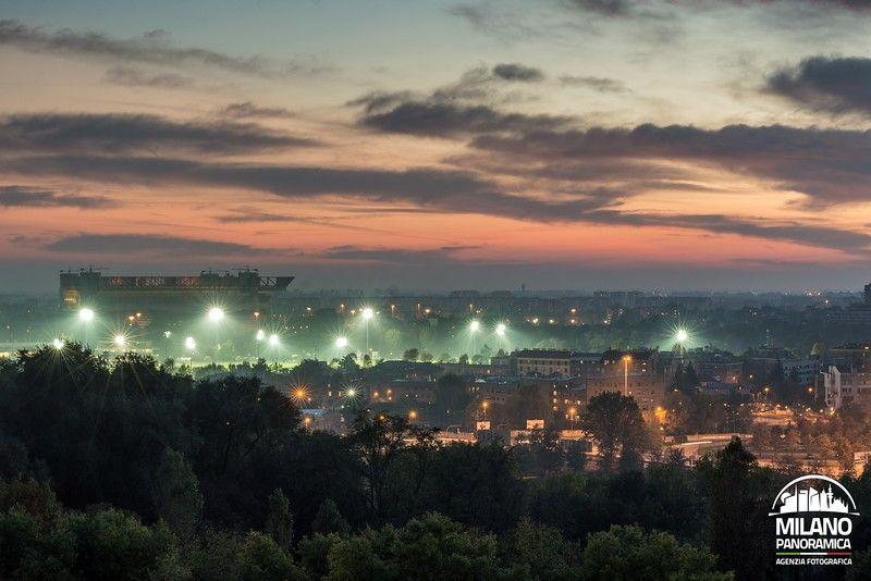 Lo stadio e l'ippodromo illuminati (credits Milano Panoramica)