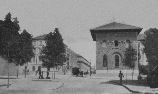 Porta Lodovica, 1897. In uno spiazzo fuori dai bastioni venivano eseguite le sentenze capitali - (wikimedia commons)