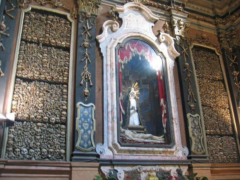 Addolorata (Nuestra señora de Soledad) di Gerolamo Cattaneo, commissionata dalla contessa Clelia.