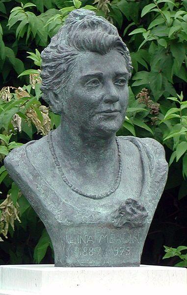 Busto della senatrice Lina Merlin, prima donna a essere eletta al Senato, Padova [fotografia di Riccardo Speziari, public domain, via Wikimedia Commons]