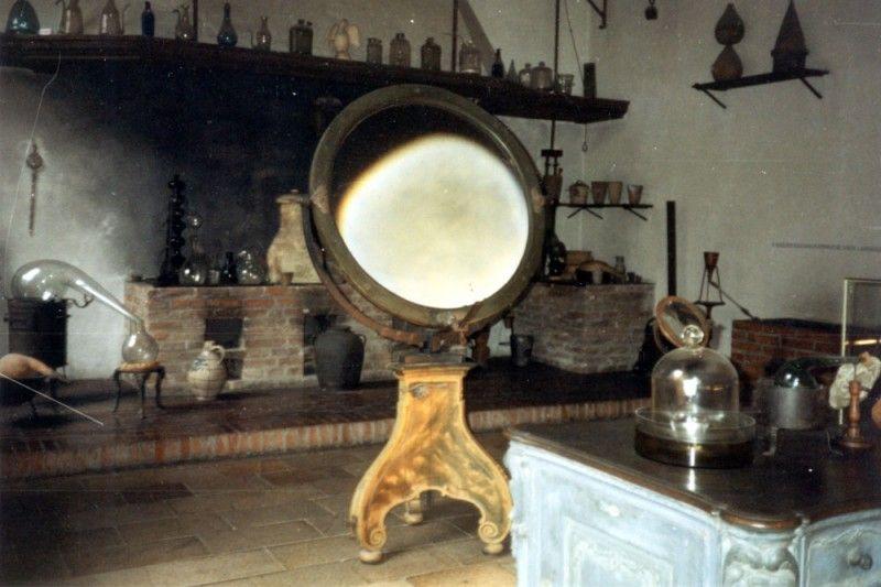 Specchio ustorio conservato a Monaco (Public domain, via Wikimedia Commons)