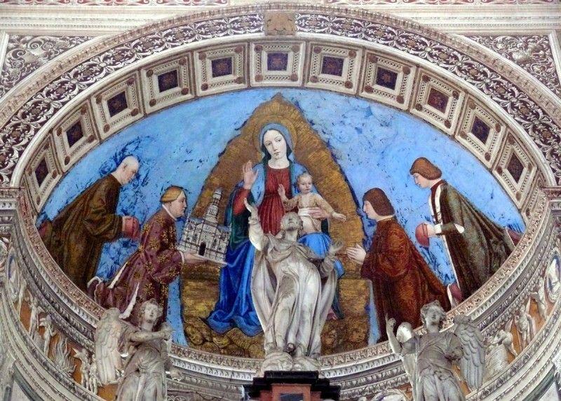 Gian Galeazzo Visconti dona alla Madonna la Certosa di Pavia. Per dimostrare la sua devozione, Gian Galeazzo si dedicò a combattere la prostituzione [Public domain, via Wikimedia Commons]