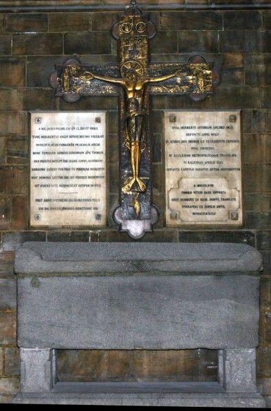 Tomba di Ariberto da Intimiano, Milano, Duomo (foto di G. Dall'Orto, public domain, via Wikimedia Commons)