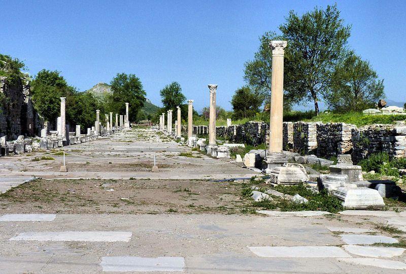 Efeso, la via a mare - By Casalmaggiore Provincia (Own work) [CC BY-SA 3.0], via Wikimedia Commons