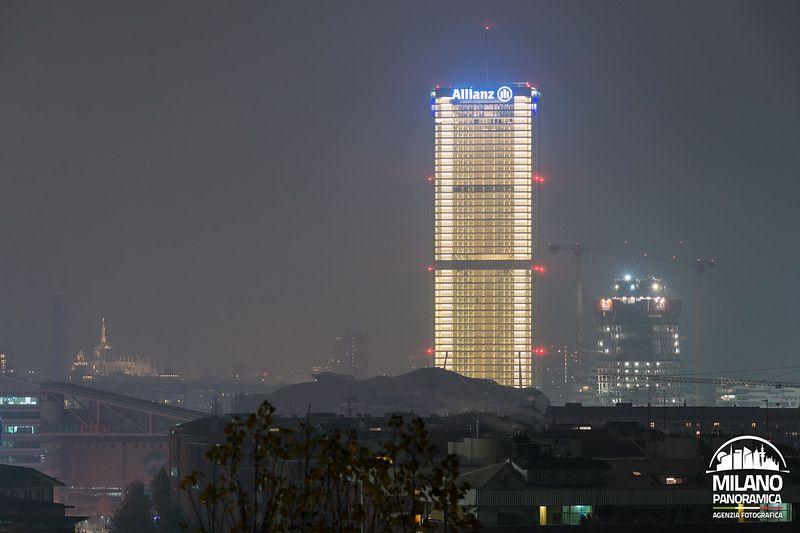 La Torre Allianz completamente illuminata (credits Milano Panoramica)