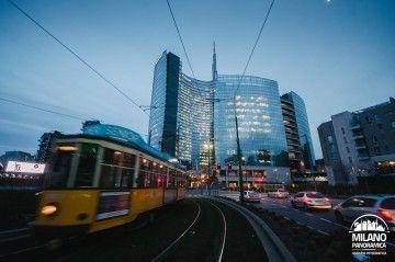 MILANO IN TRAM - Tram e torre Unicredit (credits Milano Panoramica)
