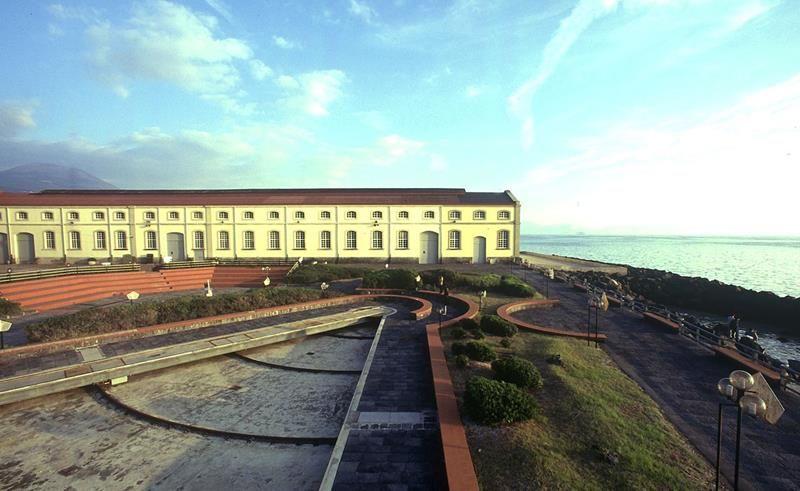 Museo ferroviario di pietrarsa for Planimetrie del paese con portici