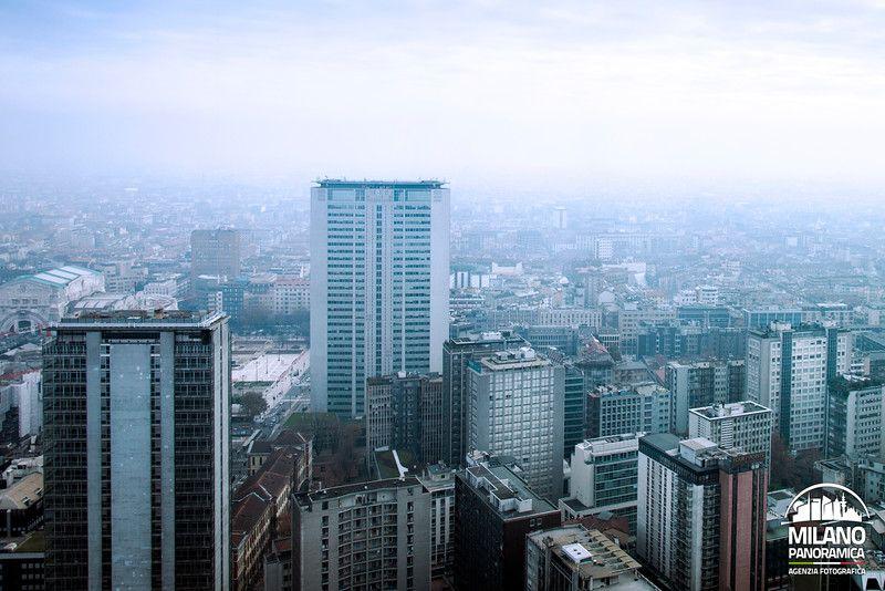 Panoramica del Centro Direzionale con foschia (credits Milano Panoramica)
