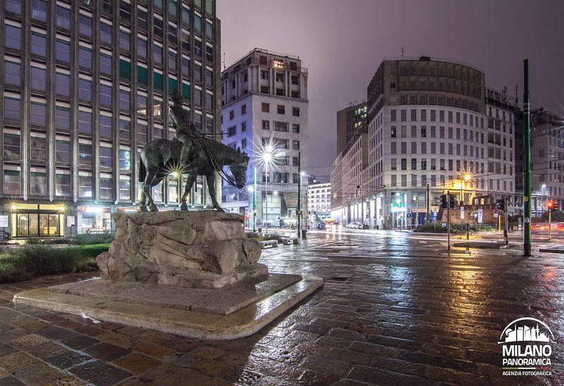 Piazza Missori e il monumento equestre a Giuseppe Missori (credits Milano Panoramica)