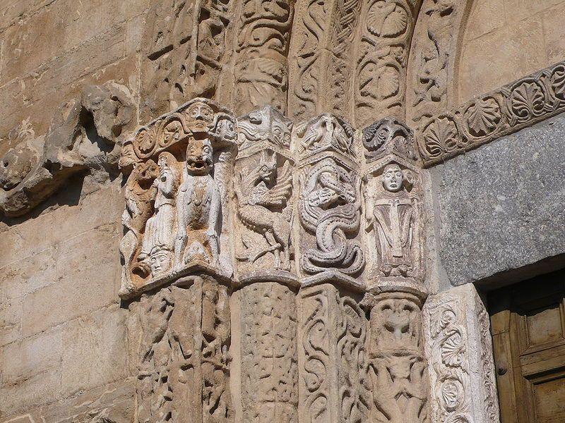 Rilievi romanici del portale della chiesa di San Michele a Pavia - via Wikipedia Commons
