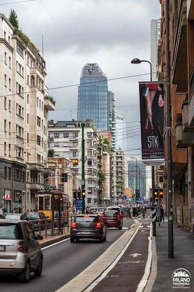 Traffico e tram in viale Tunisia (credits Milano Panoramica)