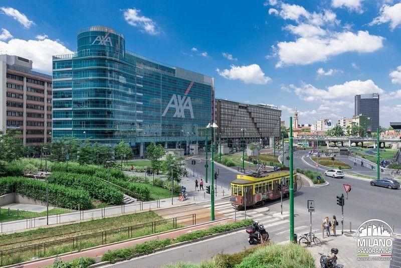 Tram in via Luigi Sturzo e sede AXA (credits Milano Panoramica)