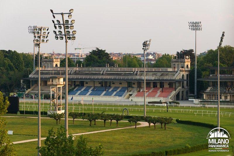 Tribune dell'ippodromo del trotto (credits Milano Panoramica)