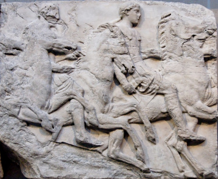 GRECI ANTICHI - Cavalcade south frieze Parthenon - Di sconosciuto (Jastrow (2006)) [Public domain], attraverso Wikimedia Commons