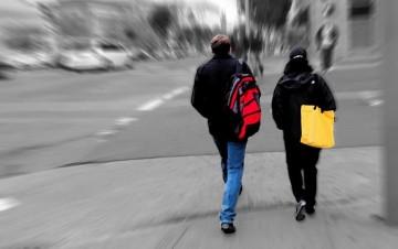 Stalking - Attribution 2.0 Generic (CC BY 2.0), Lloyd LaCoste via Flikr.com