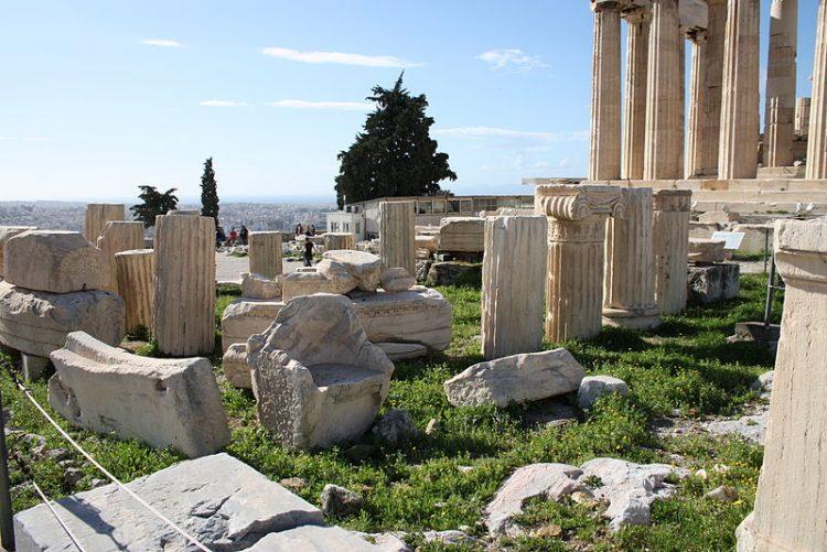 LA DEMOCRAZIA DIRETTA AD ATENE - Athens, Acropolis, Temple of Rome and Augustus - By Giovanni Dall'Orto. (Own work) [Attribution], via Wikimedia Commons