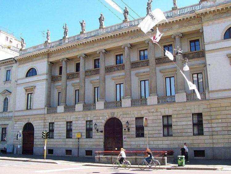 Palazzo Saporiti - By Geobia (Own work) [CC BY-SA 3.0], via Wikimedia Commons