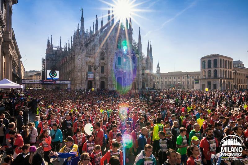 Partenza della Stramilano 2016 da piazza Duomo