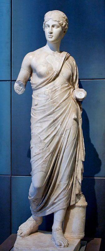Hygeia_Musei_Capitolini - Di sconosciuto (Marie-Lan Nguyen (2006)) [Public domain], attraverso Wikimedia Commons