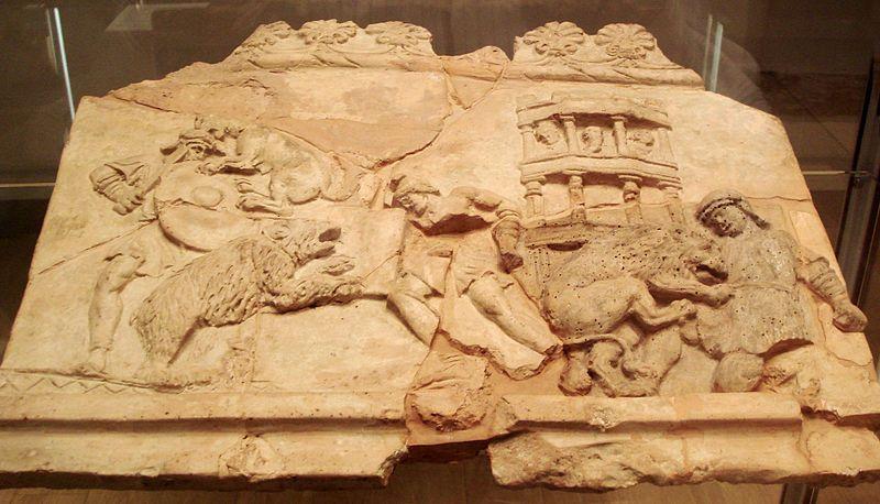 Milano - Antiquarium - Terracotta con venatio - Di Giovanni Dall'Orto. (Fotografia autoprodotta) [Attribution], attraverso Wikimedia Commons
