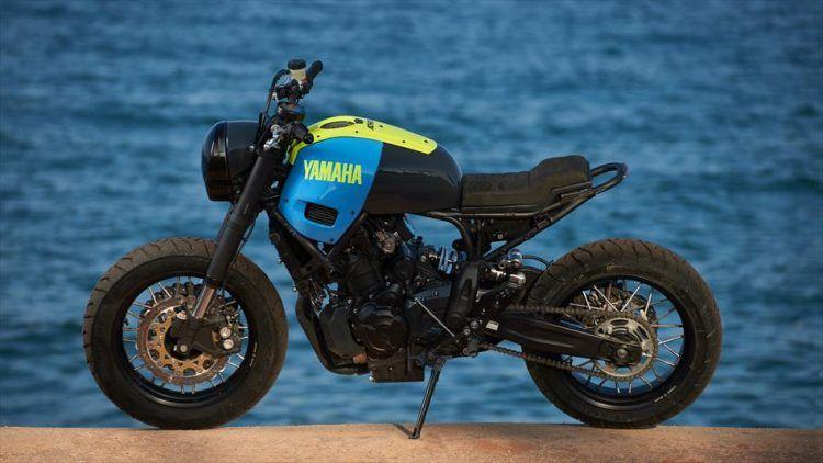 Moto Custom 'OTOKOMAE' by ADHOC, Yard Built su base Yamaha XSR 700_lato sx_MilanoPlatinum