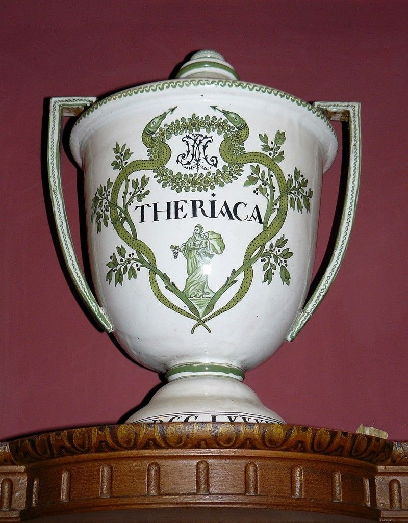 Vaso da Teriaca. Fine XVIII secolo (public domain, via Google Images).