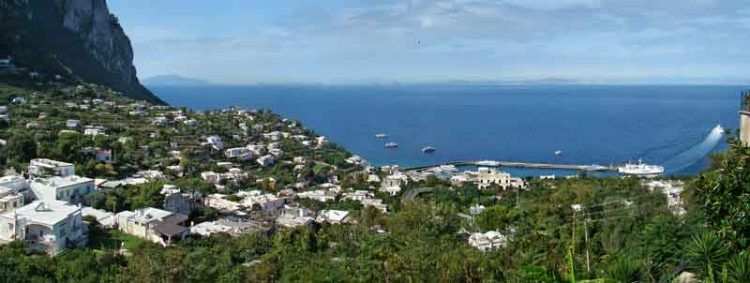 Capri_By-Tango7174-(Own-work)-[GFDL-or-CC-BY-SA-4.0-3.0-2.5-2.0-1.0],-via-Wikimedia-Commons