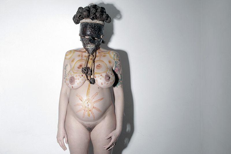 Serie Il rito, in collaborazione con la Fondazione Passarè. In questo caso le maschere utilizzate sono autentici oggetti rituali.