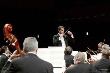 Jader-Bignamini-dirige-laVerdi-con-Maximilian-Hornung-al-violoncello-25-nov-2016---foto-Paolo-Dalprato