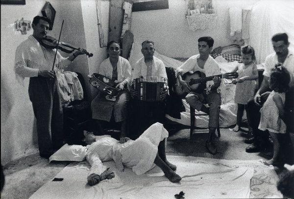 Maria di Nardò in stato di trance, Galatina,1959 (Foto Pinna) - Pinterest