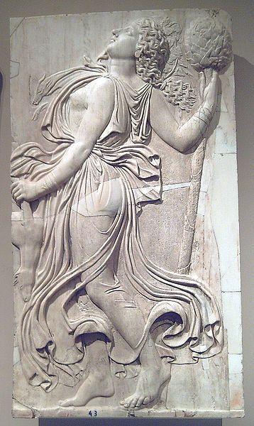 Rilievo romano di una menade con tirso, 120-140 a.C. circa, Museo del Prado - Public Domain via Wikipedia Commons